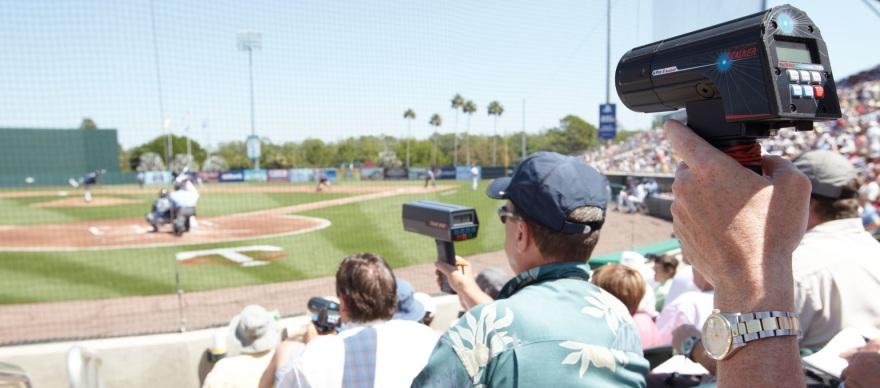 baseball_scouts_radar_gun_w6x7sm7p_hino852e